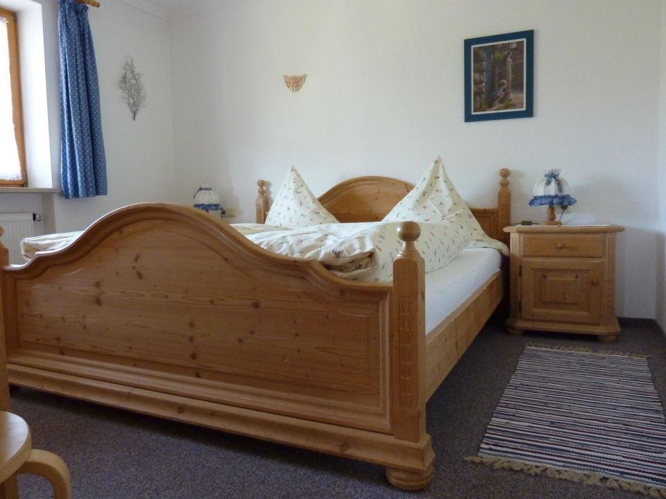 Schlafzimmer aus Vollholz\