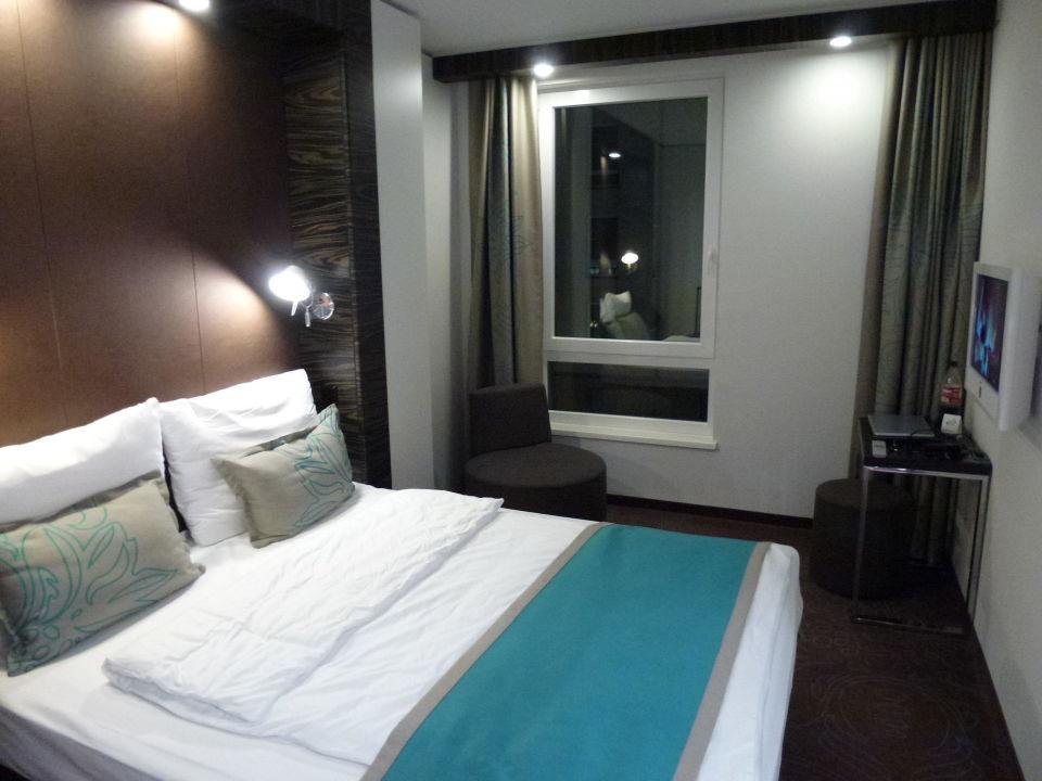 Bild bad zu motel one dresden palaisplatz in dresden for Motel one zimmer bilder