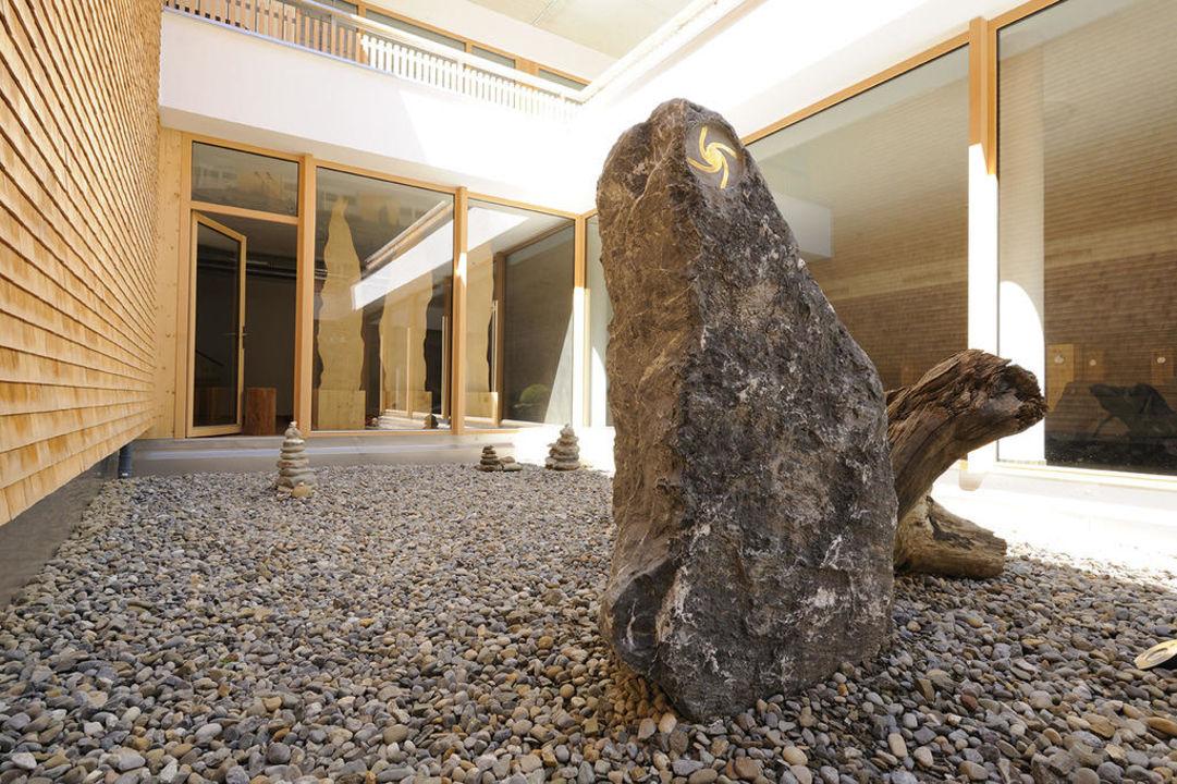 """Ruhebereich vor dem """"Raum der Stille"""" Hubertus Alpin Lodge & Spa"""
