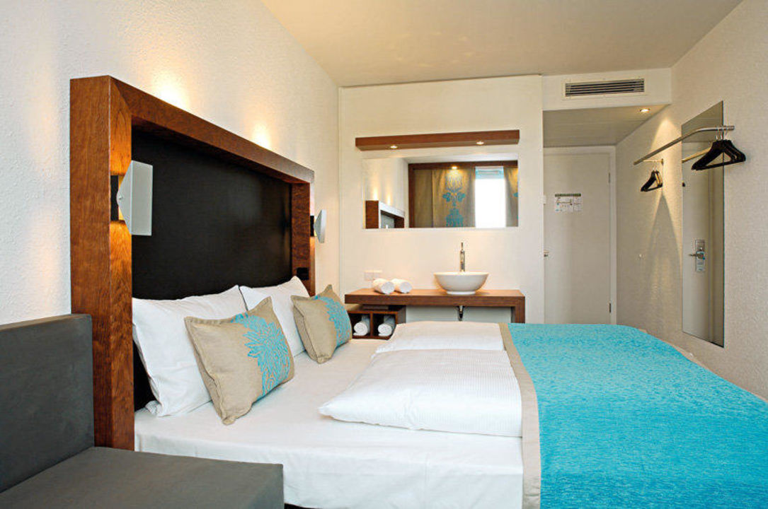 Motel one zimmer premiere classe hotel frankfurt for Matratzen motel one