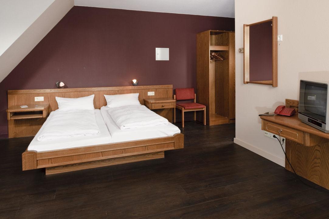 zimmer im landhotel traube in konstanz dettingen landhotel traube konstanz dettingen konstanz. Black Bedroom Furniture Sets. Home Design Ideas