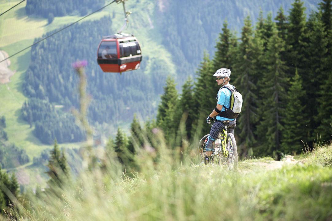 Bild biken nach lust und laune zu alpen karawanserai for Designhotel alpen