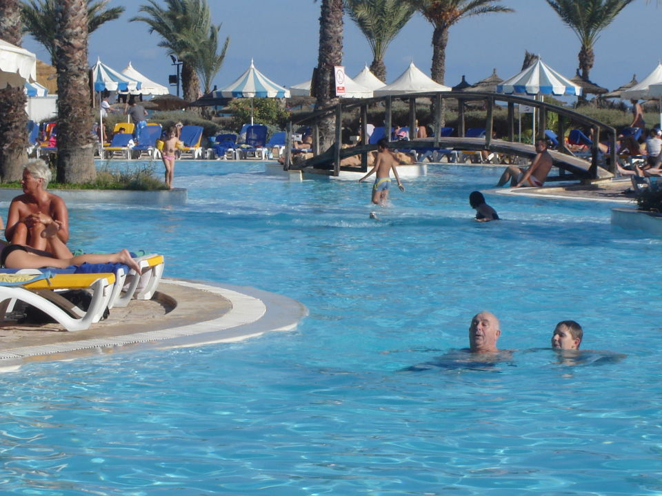 Piscine ext rieure hotel laico djerba aghir for Piscine b24