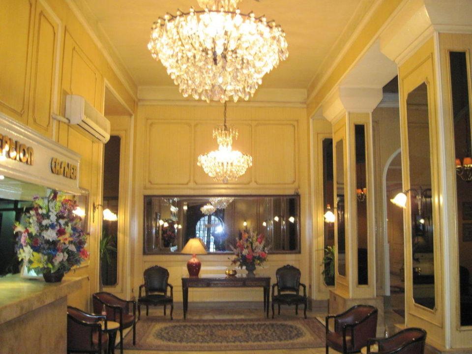 Eingang mit Rezeption Hotel Victoria