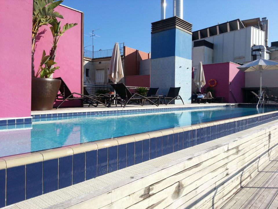 pool auf dem dach hotel barcelona catedral barcelona holidaycheck katalonien spanien. Black Bedroom Furniture Sets. Home Design Ideas