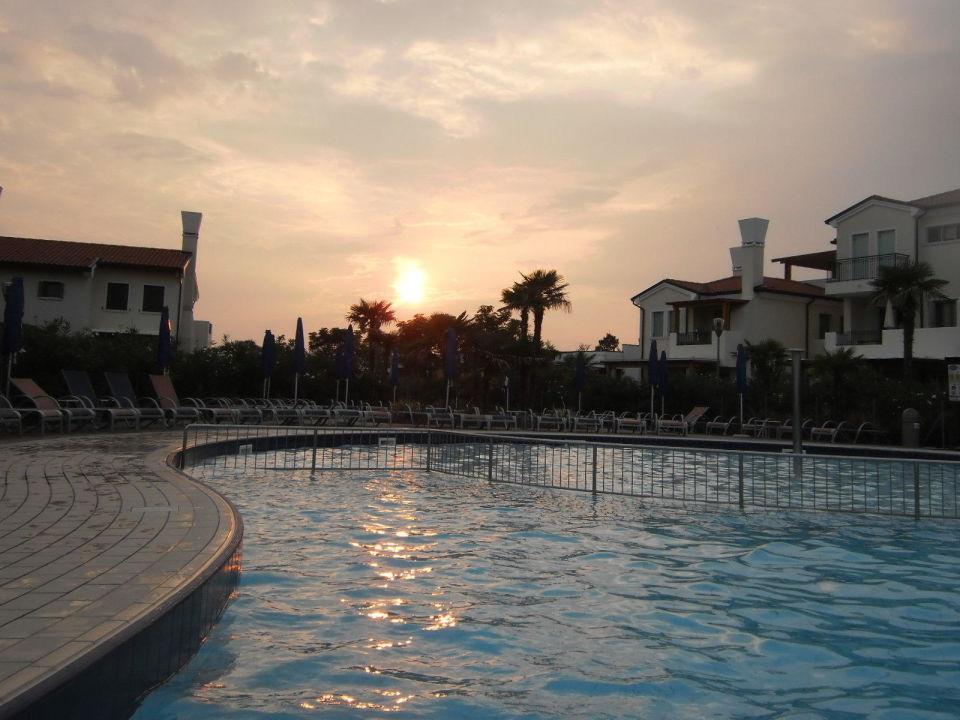 Pool am Abend  Villaggio Amare