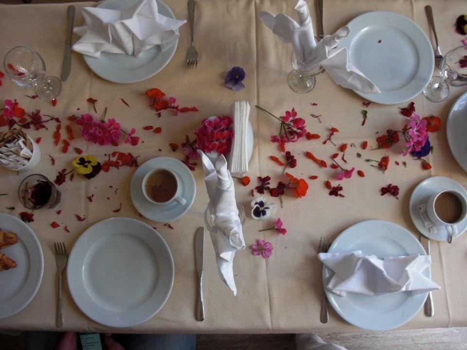Lieb gedeckter Tisch zum Geburtstag Kilikya Palace Göynük