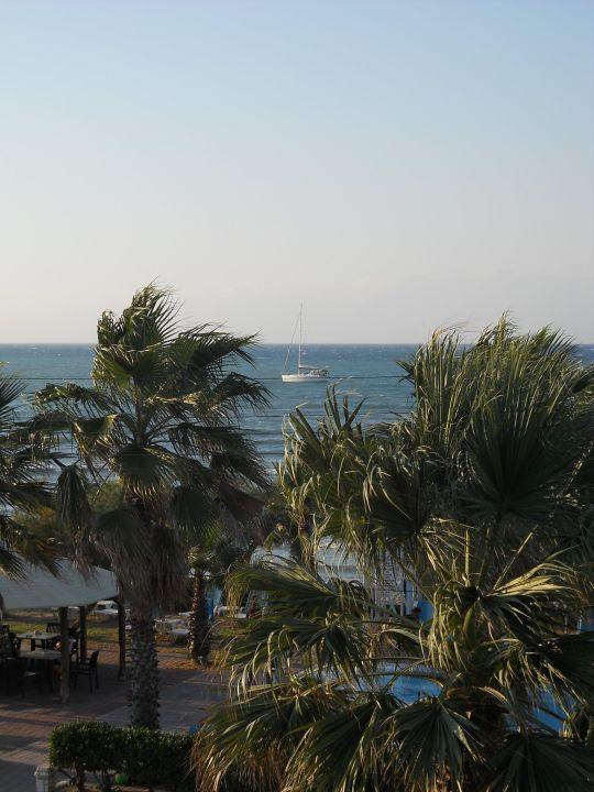 Über die Poolanlage hinweg Richtung Albanien Hotel Beach Star