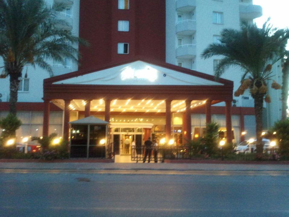 Eingang Hotel Adonis