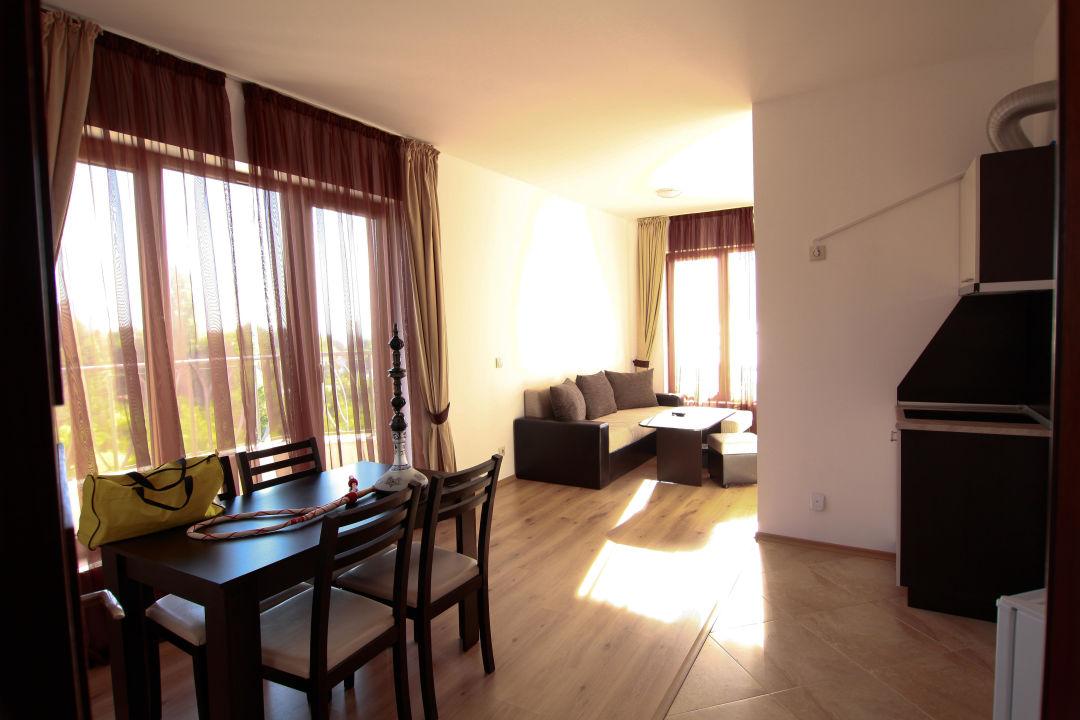 Wohnzimmer mit offener Küche Cabacum Beach Residence & Spa