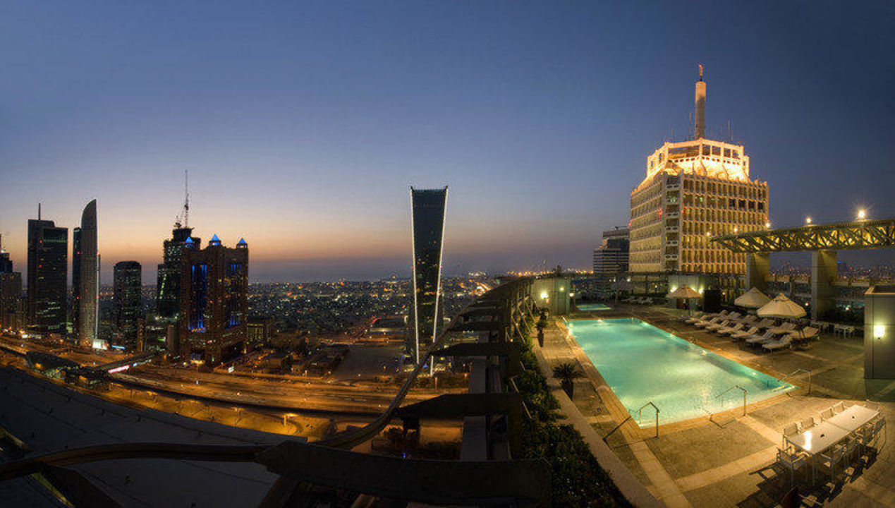 Swimming Pool and City View Hotel Jumeirah Living - World Trade Centre Residence