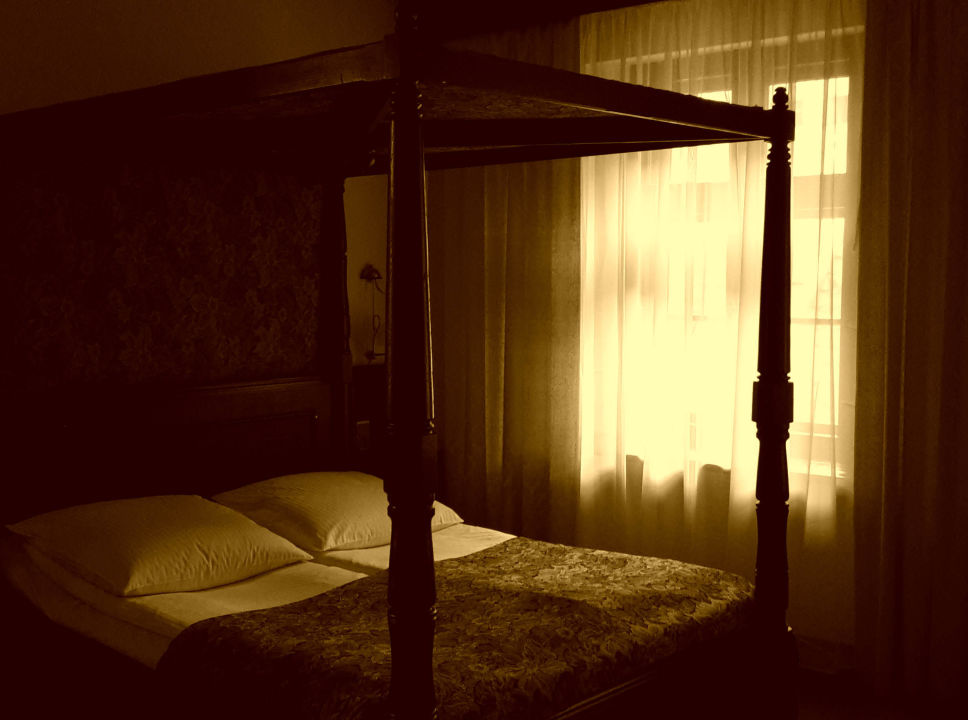 Märchenhafte Schlafmöbel Hotel Dwór Polski