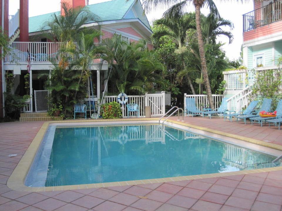 Pool Lighthouse Resort Inn & Suites