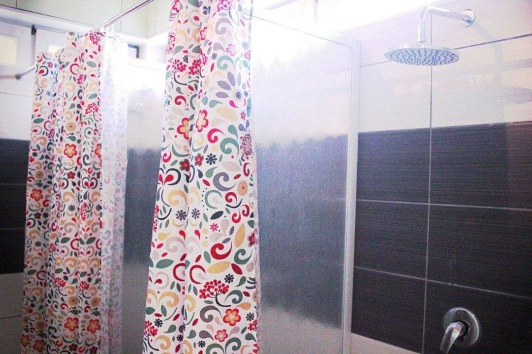 gemeinschaftsraum duschen scube parks berlin neuk lln holidaycheck berlin deutschland. Black Bedroom Furniture Sets. Home Design Ideas