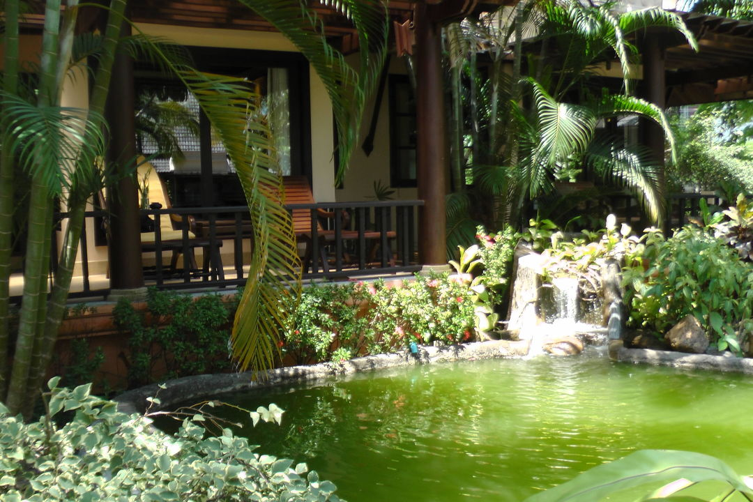 terrasse mit teich hotel mukdara beach villa spa resort bang niang beach holidaycheck. Black Bedroom Furniture Sets. Home Design Ideas
