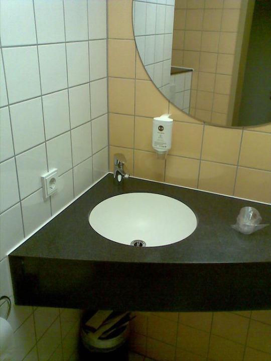 Das badezimmer b b hotel stuttgart city stuttgart - Badezimmer stuttgart ...