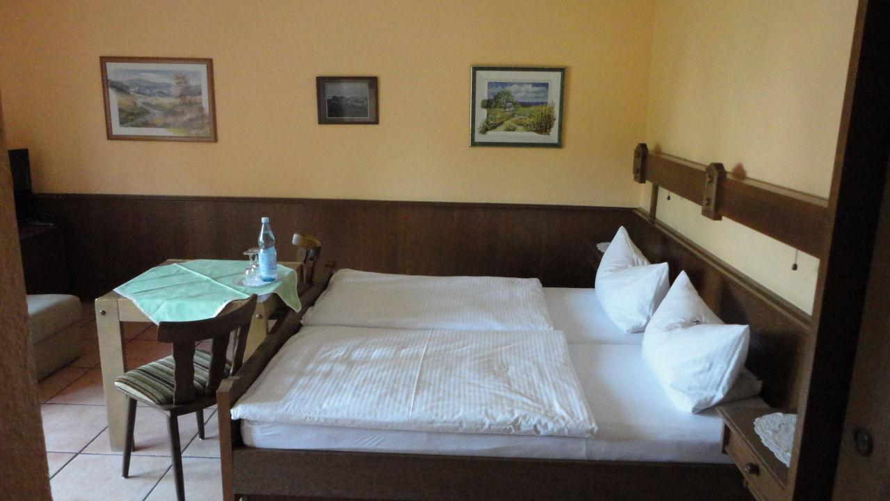bild zimmer 6 bett zu landhaus im k hlen grunde in pracht. Black Bedroom Furniture Sets. Home Design Ideas