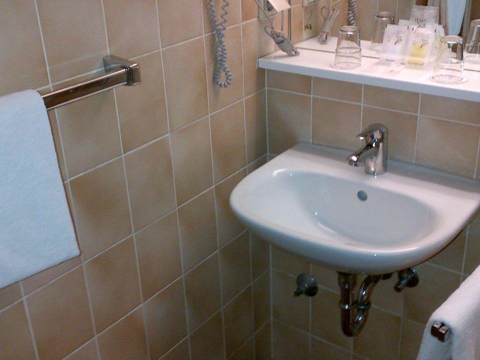 kleines badezimmer gresham carat hotel hamburg in. Black Bedroom Furniture Sets. Home Design Ideas