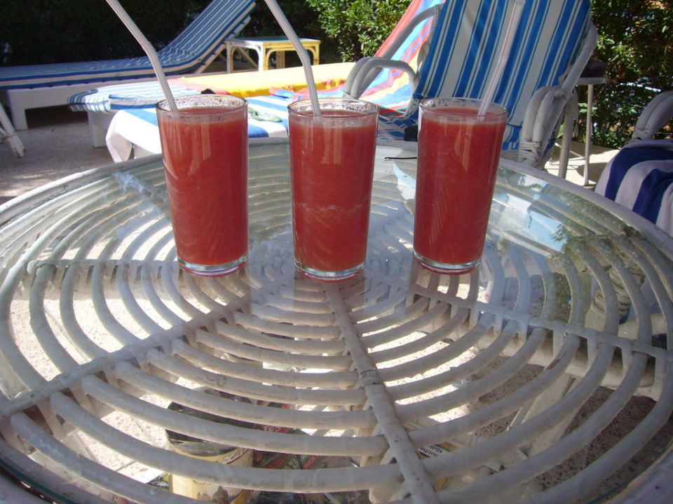 Frischer Tomatensaft am Pool Hotel Gezira Garden