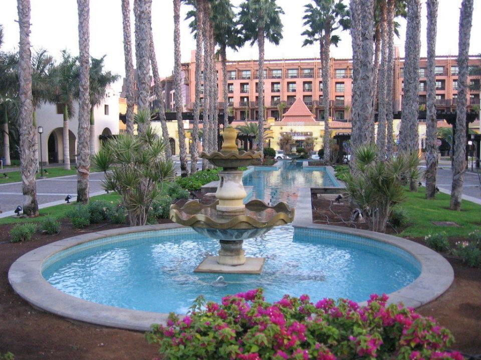 Wasserspiel am Hoteleingang Lopesan Costa Meloneras Resort, Spa & Casino