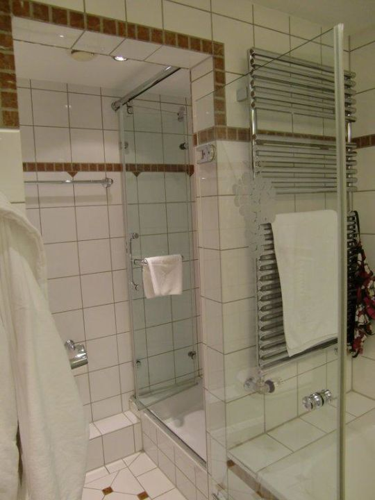 Im Bad von Zimmer 332 Hotel Traube Tonbach