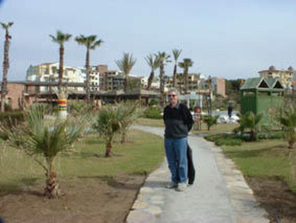 Weg vom Strand zum Hotel Limak Arcadia Hotel & Resort