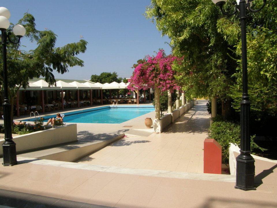 Pool am Restaurant Hotel Filerimos Village
