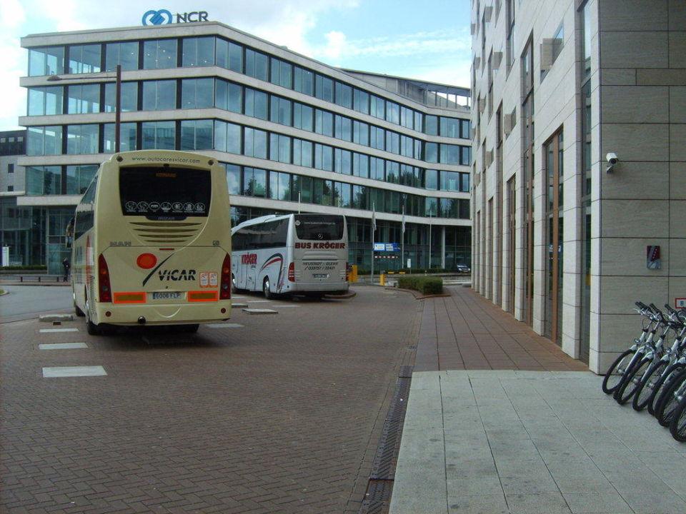 Busparkplatz vor dem haus hotel artemis amsterdam in for 4 design hotel artemis