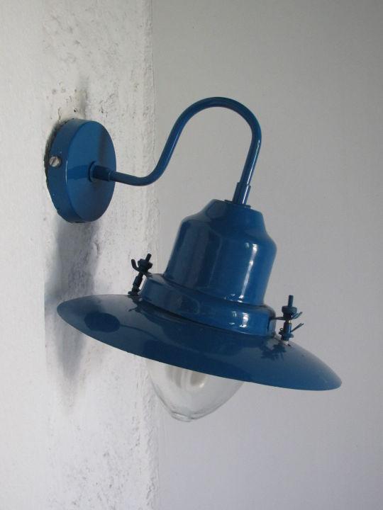 schiefe bauf llige lampe aldemar cretan village in. Black Bedroom Furniture Sets. Home Design Ideas