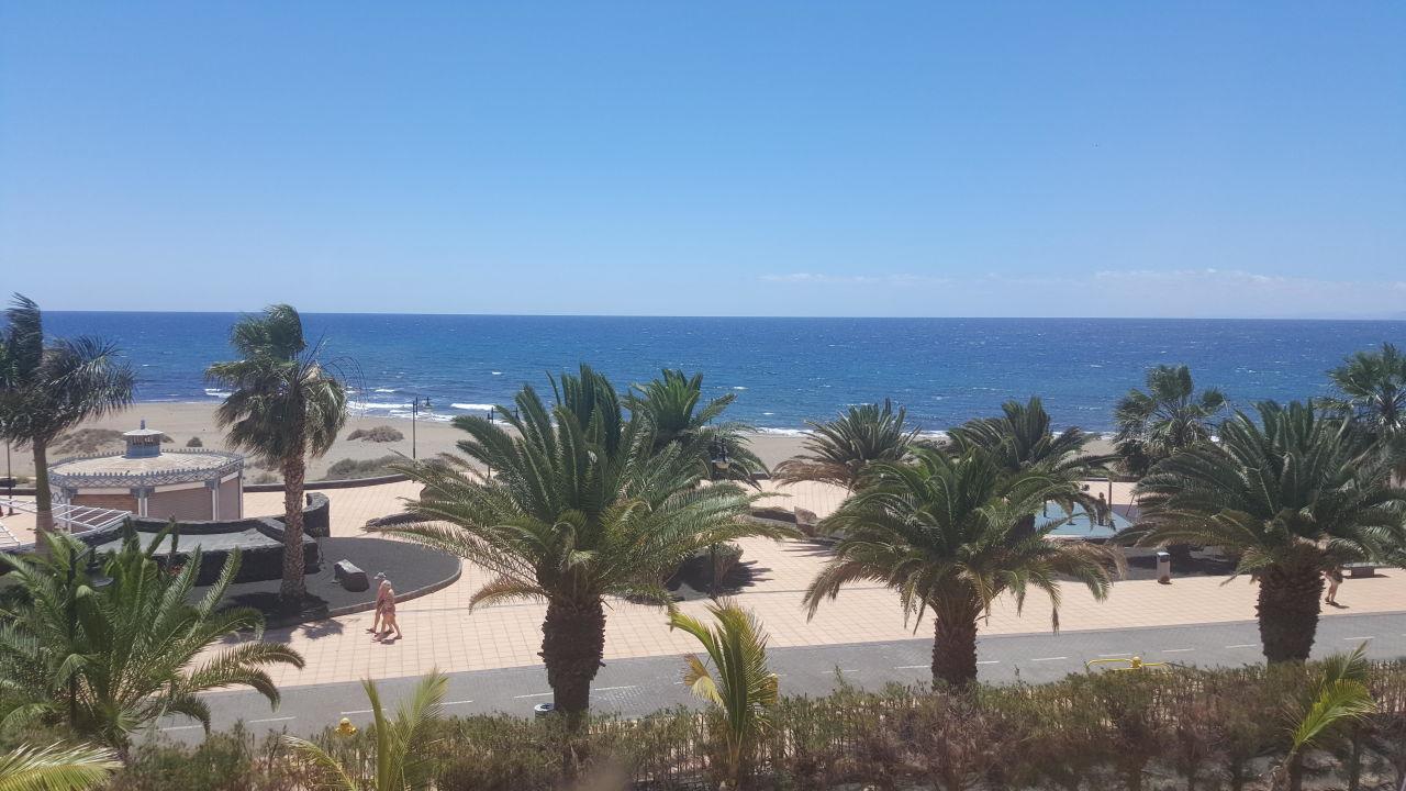 ausblick aus dem fenster hotel beatriz playa puerto del carmen holidaycheck lanzarote. Black Bedroom Furniture Sets. Home Design Ideas