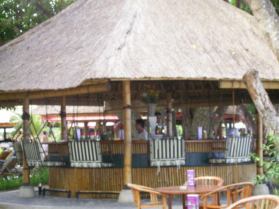 Beachbar mit Hängesessel Prama Sanur Beach Bali