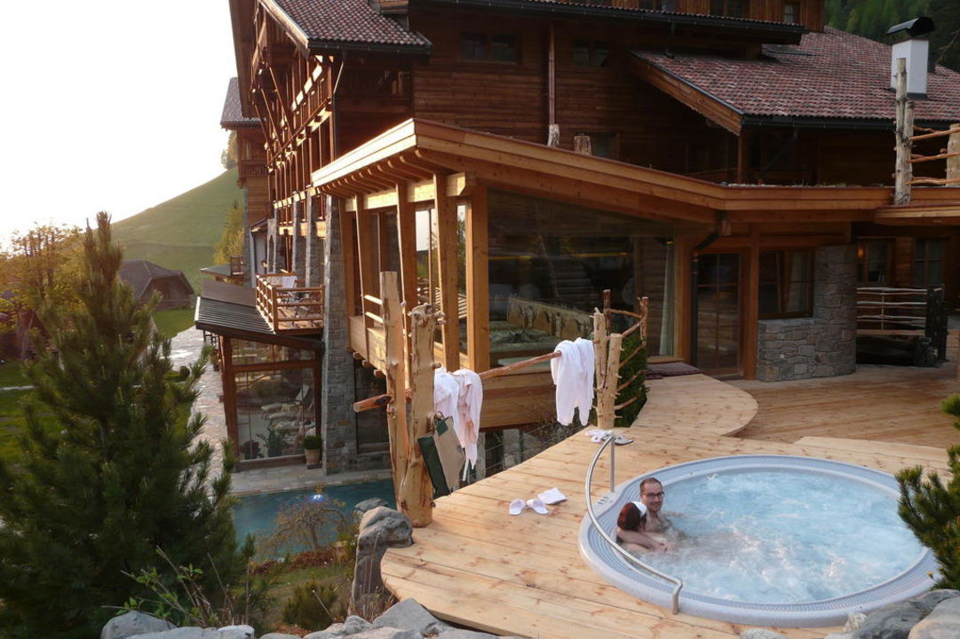 neuer whirlpool im garten naturhotel l snerhof luson l sen holidaycheck s dtirol italien. Black Bedroom Furniture Sets. Home Design Ideas