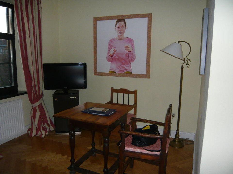Sitzecke im Zimmer  mit Fernseher Schlossberghotel - Das Kunsthotel