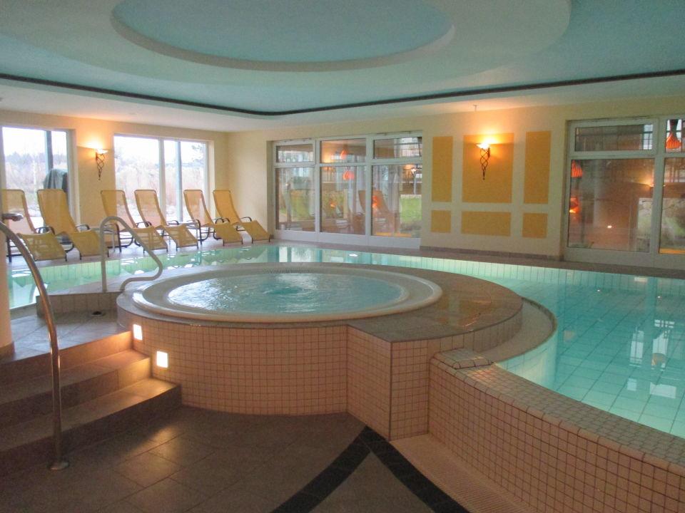 schwimmbad mit wirlpool best western premier castanea. Black Bedroom Furniture Sets. Home Design Ideas