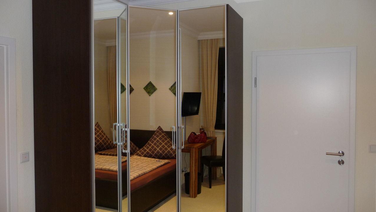 Neue Moderne Möbel Hotel Schwarzer Adler Geschlossen