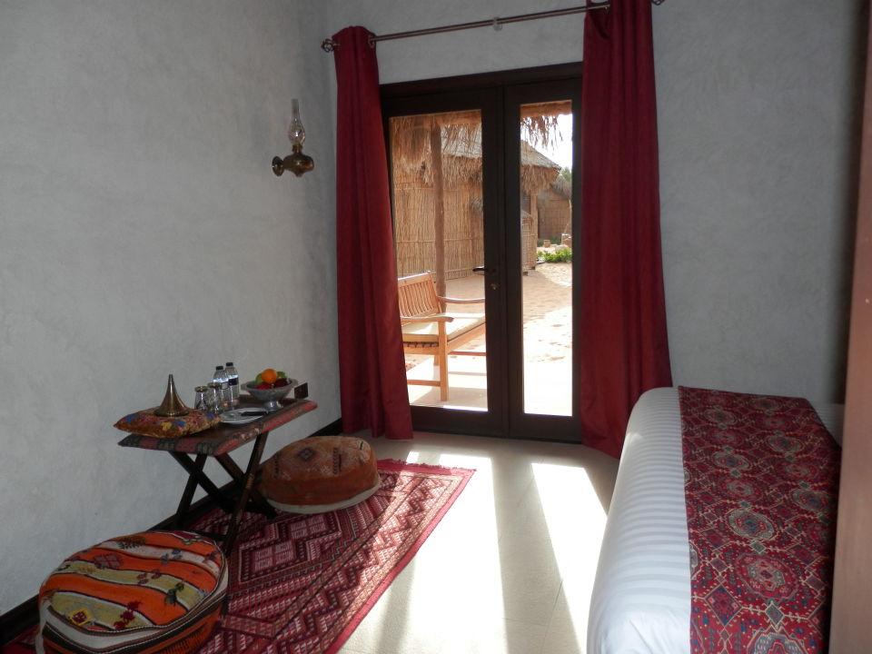 Blick auf die Terrasse Hotel Arabian Nights Village