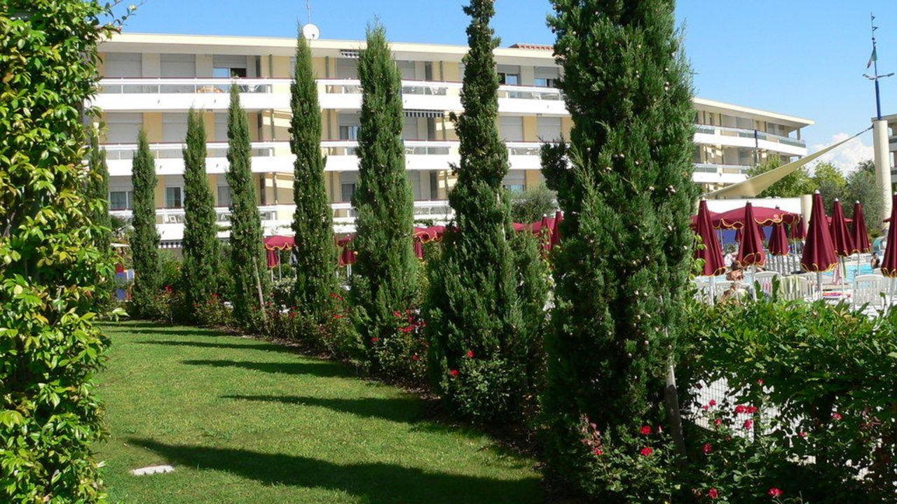 """Grüner Zaun"""" Hotel Villaggio Resort Planetarium in Bibione"""