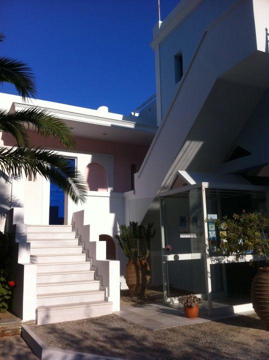 Hoteleingang Hotel Aneroussa Beach