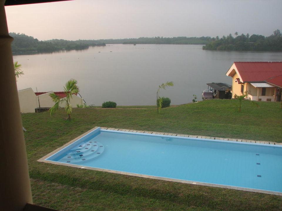 Overzicht vanaf balkon Kalla Bongo Lake Resort