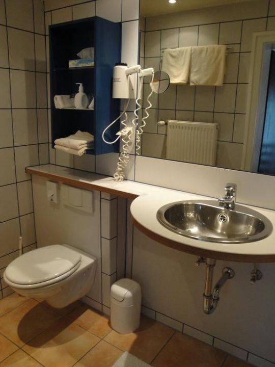 Bad im Doppelzimmer Hotel Hohenstaufen