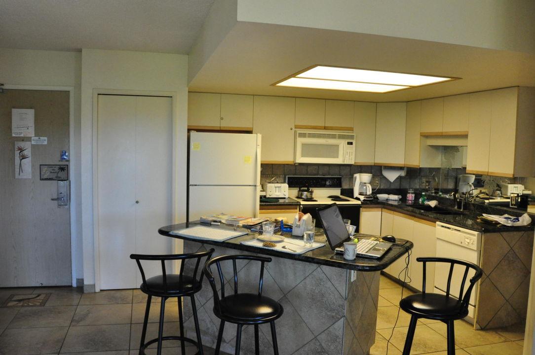 Küche mit Eingangstür von innen\