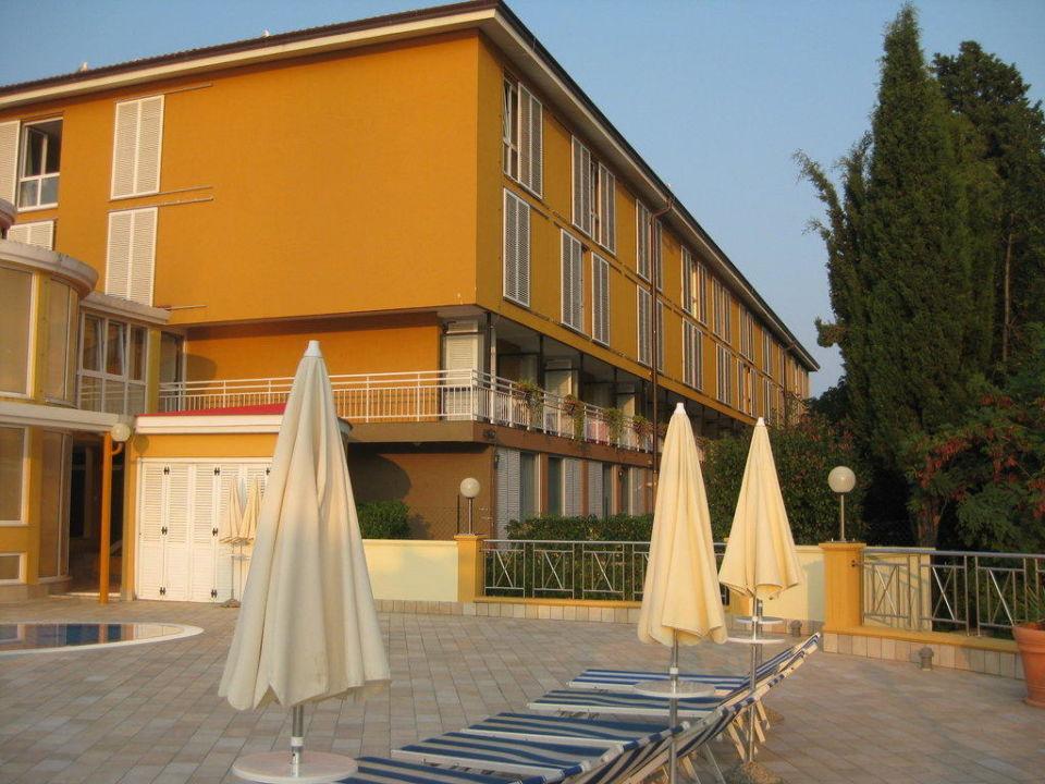Blick vom Pool auf das Hotel Hotel & Casa Valamar Sanfior