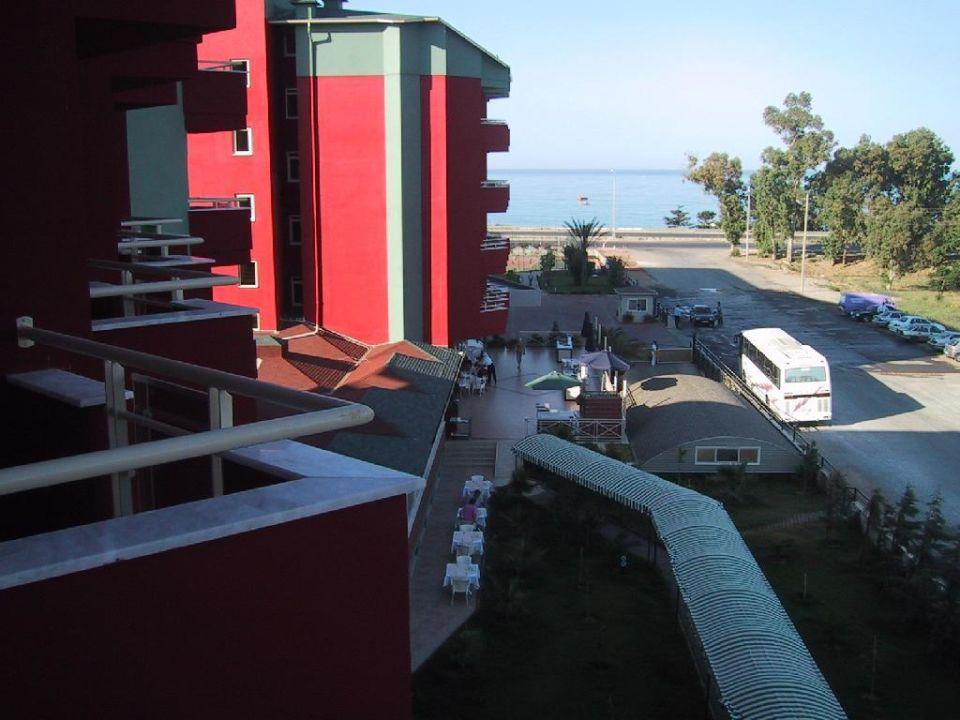 Blick vom Balkon zum Strand Hotel Aydinbey Gold Dreams
