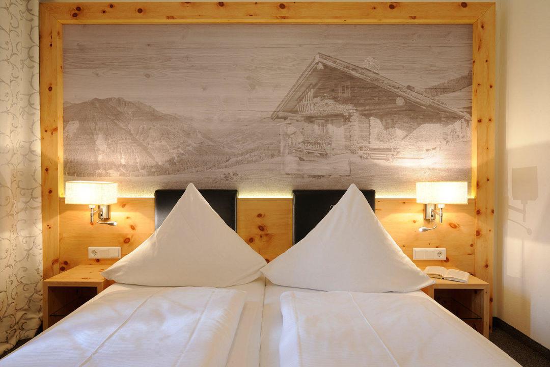 """schlafzimmer der """"zirbe"""" suite"""" hotel marten in saalbach, Schlafzimmer entwurf"""