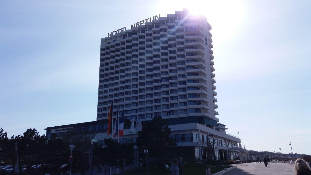 Das hotel am nachmittag vom leuchtturm aus gesehen hotel neptun warnem nde holidaycheck for Hotel am leuchtturm
