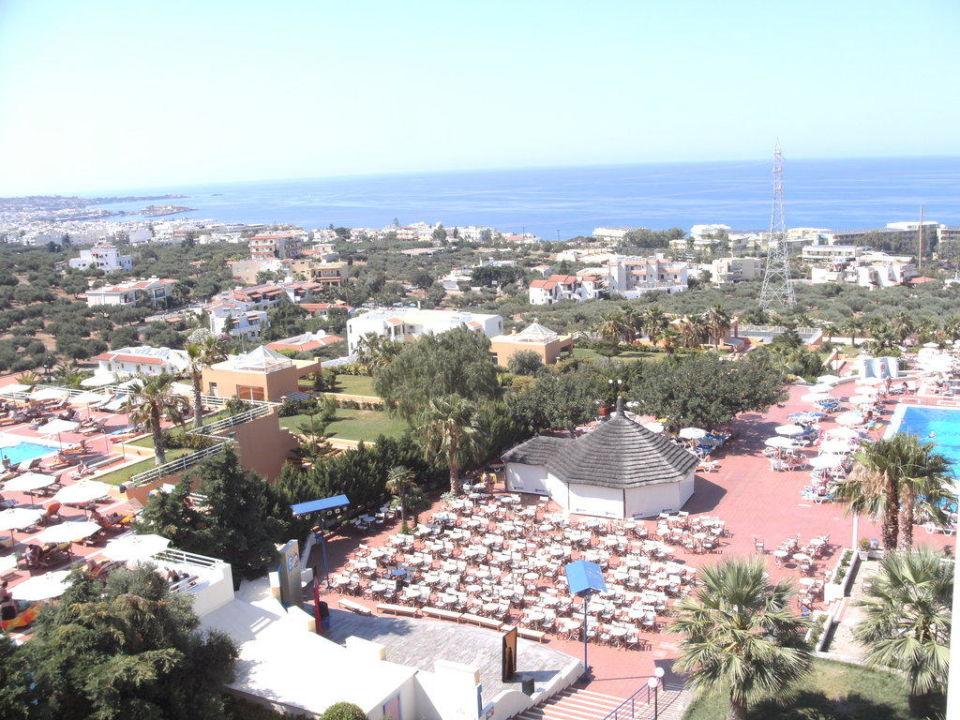 Ausblick vom Hotel mit Poolbar Hotel Royal Belvedere