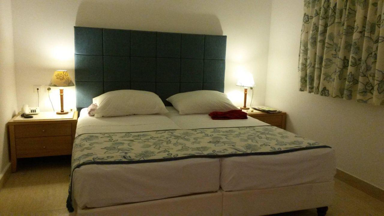 bett im familienzimmer mitsis norida beach hotel kardamena holidaycheck kos griechenland. Black Bedroom Furniture Sets. Home Design Ideas