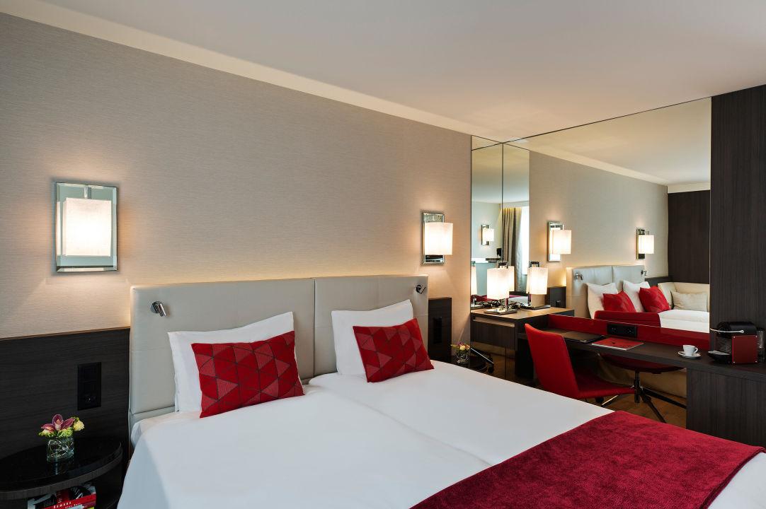Business Deluxe Zimmer Hotel Astoria Luzern