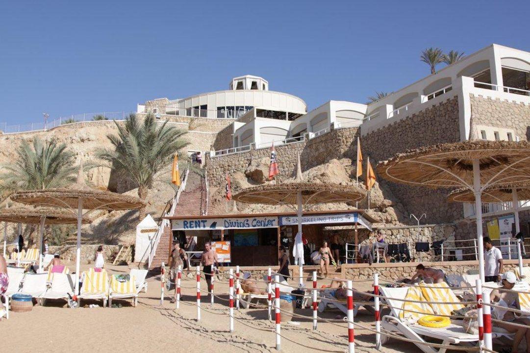 Blick zum Tauchcenter und Restaurant Hotel Reef Oasis Beach Resort