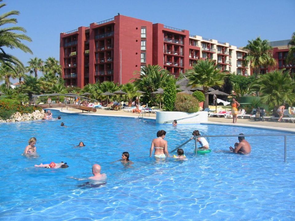 Der Westflügel vom Pool aus TUI FAMILY LIFE Islantilla